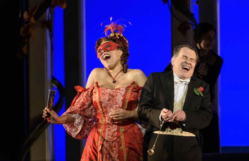 Photo of Die Fledermaus at the Mayflower Theatre Southampton Review