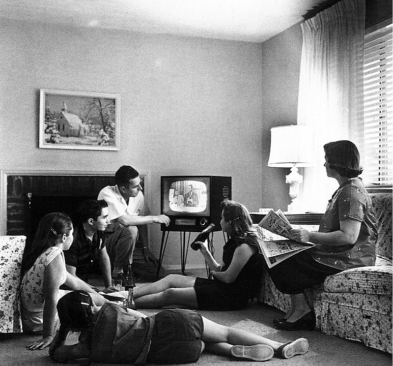 Photo of Here's How To Have A Fun Family Movie Night At Home