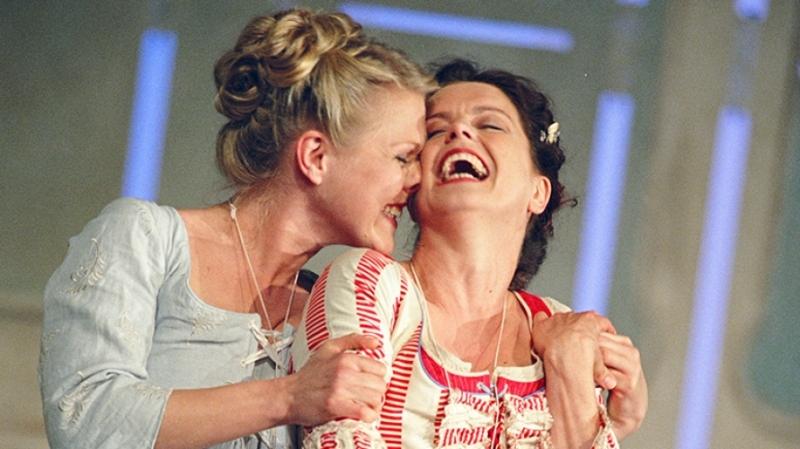 Photo of Glyndebourne Cosi Fan Tutte at Milton Keynes Theatre Review