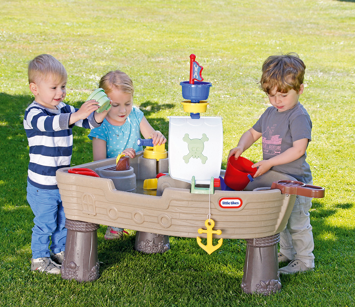 Photo of Little Tikes Anchors Away Pirate Ship Review